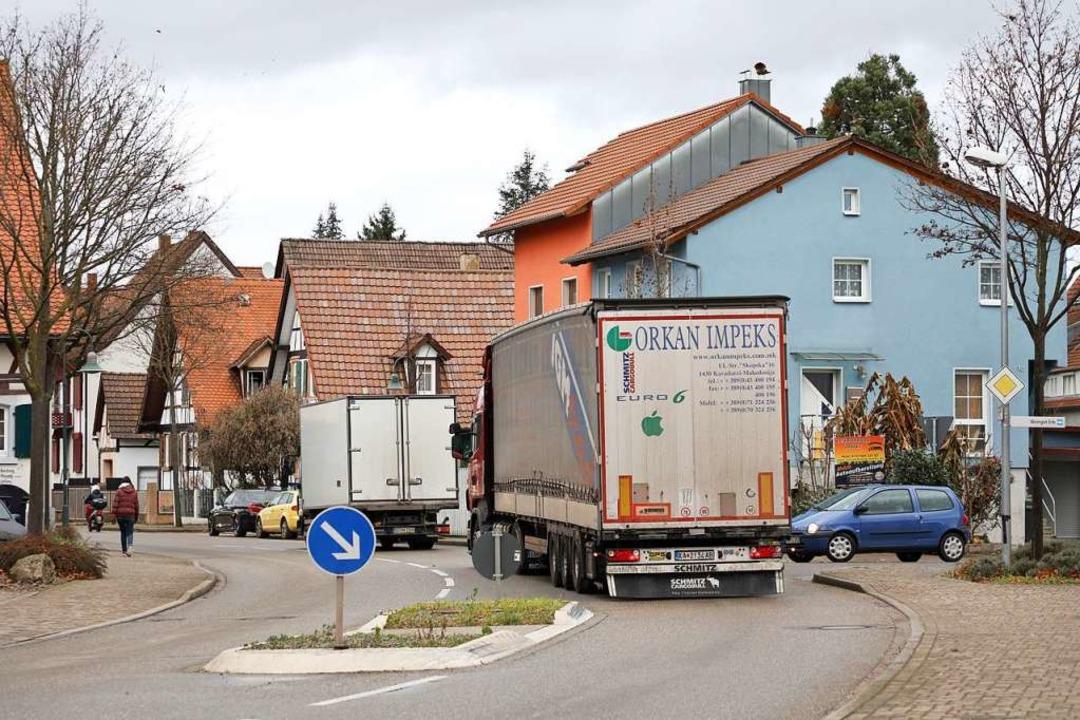 Laster rollen vermehrt durch Friesenhe...ach gesperrt ist, sagt die Verwaltung.  | Foto: Christoph Breithaupt