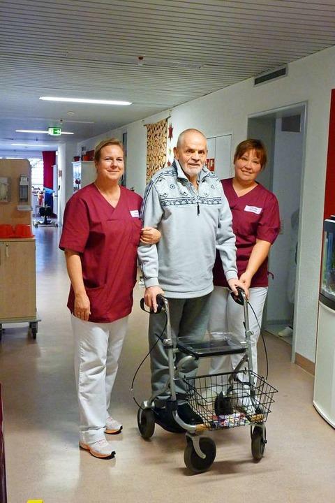 Stützen im Pflegealltag: Cornelia Berg...n zur Hand, wenn sie gebraucht werden.    Foto: Sattelberger