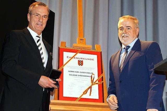 Badenweilers Bürgermeister Karl-Eugen Engler wird nach 28 Jahren Amtszeit verabschiedet