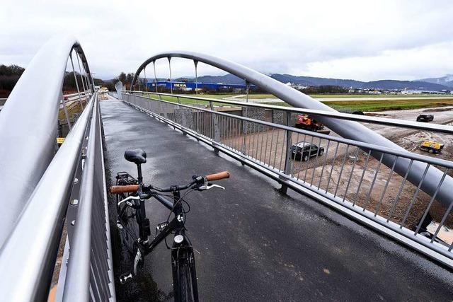 Für Radfahrer und Fußgänger: Brücke beim neuen Stadion ist eröffnet