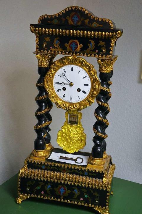 Die Uhren im Geschäft haben eine lange Geschichte.  | Foto: Gabriele Hennicke