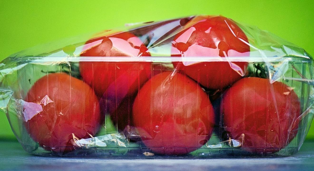 Handel und Industrie machen es Verbrau...ar schwer, auf Plastik zu verzichten.   | Foto: Arno Burgi