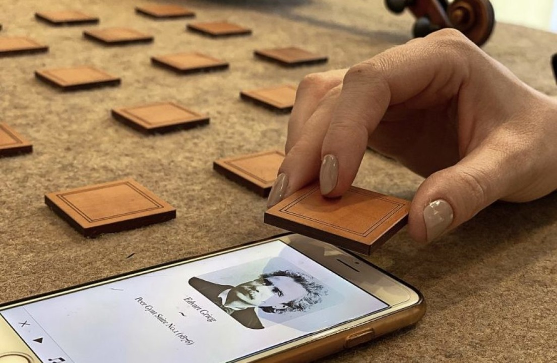 So virtuell wie anfassbar: Das akustis...Geigenbauer Sebastian Oberlin (links).  | Foto: Oberlin/rennertz