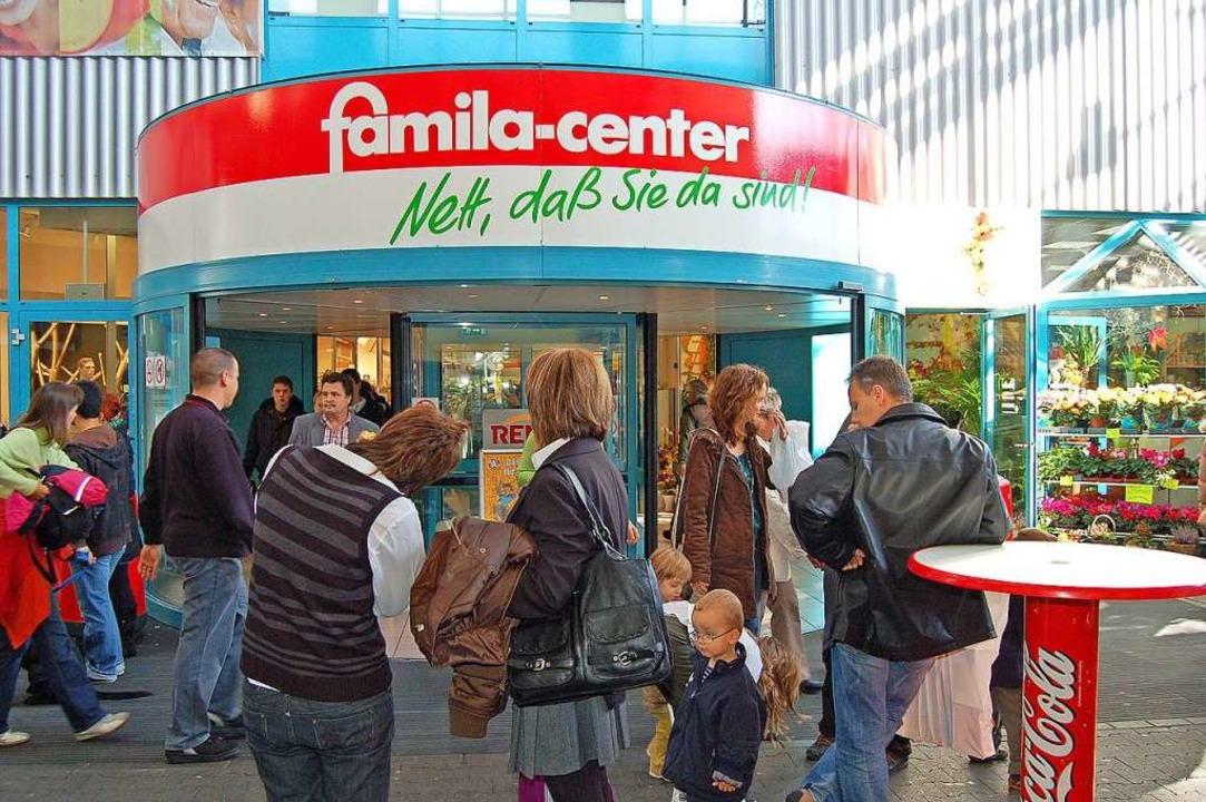 Das Famila-Center – unser Foto s...Gewerbegebiets Schildgasse ins Rollen.  | Foto: Vollmar