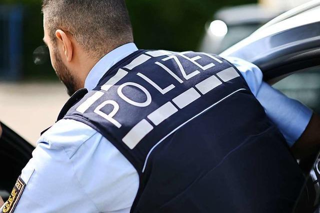 Über Fahrweise geärgert: Autofahrer prügeln sich in Lörrach
