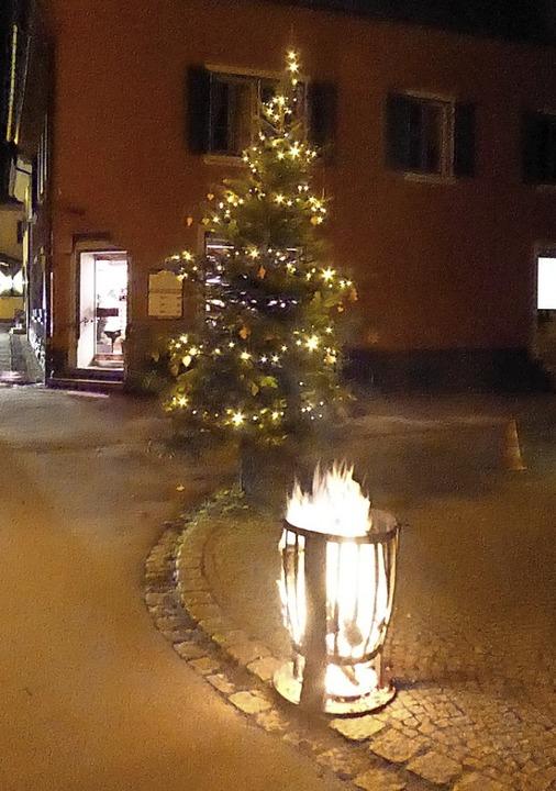 Feuertöpfe und Feuerschalen sorgten für knisternde Stimmung.  | Foto: Hans Jürgen Kugler