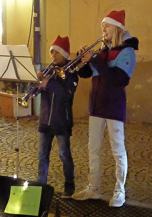 Weihnachtliche Klänge boten Groß und Klein.  | Foto: Hans Jürgen Kugler