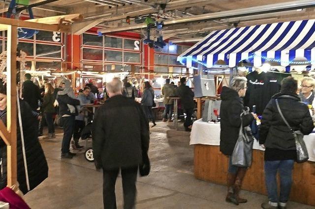 Fahrzeuge raus – Adventsmarkt rein