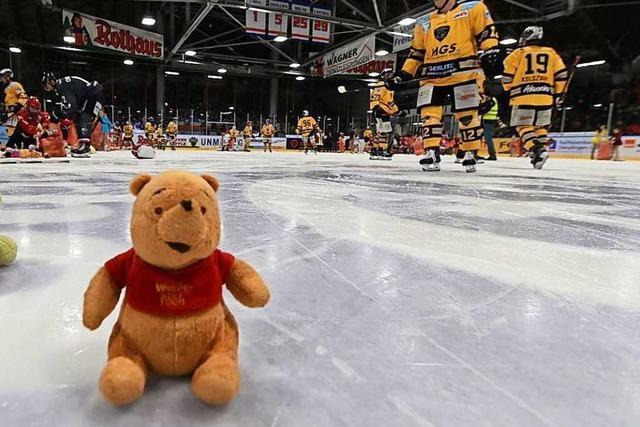 Teddy-Bear-Toss im Freiburger Eisstadion