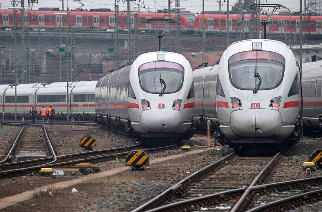 Die Bahn will zwischen großen Städten mehr Züge fahren lassen.   | Foto: Boris Roessler (dpa)