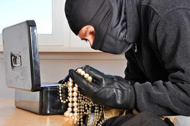 Einbrecher erbeuten in Lörrach Schmuck, Uhren und Geld