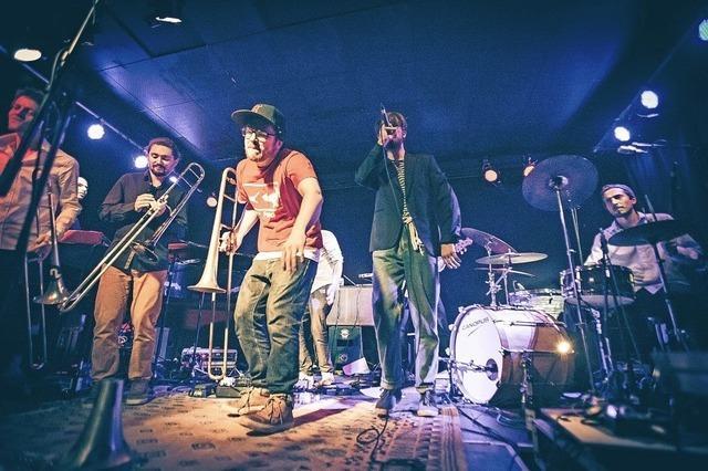 Die Band Mama Magnet spielt bei der 12. Discovery-Party im Waldsee