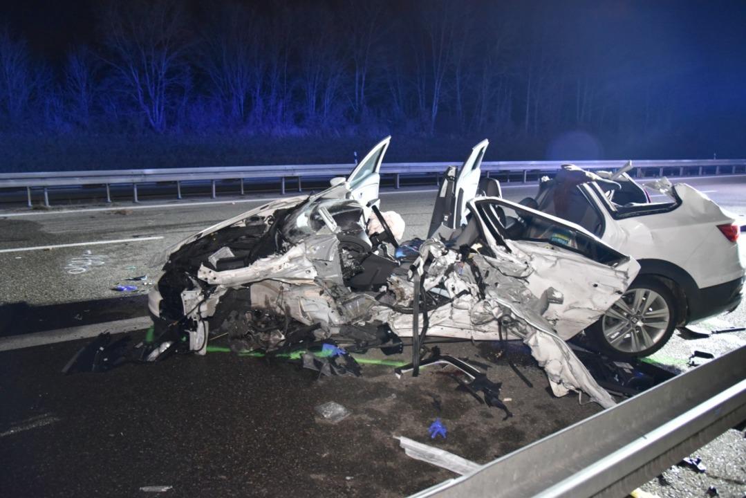 Es grenzt an ein Wunder, dass die Insa...eses Wagens den Unfall überlebt haben.  | Foto: Martin Eckert