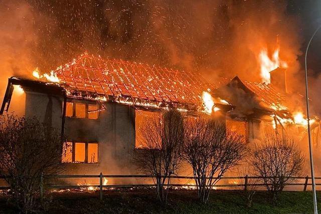 Turnhalle im Aargau brennt bis auf die Grundmauern nieder