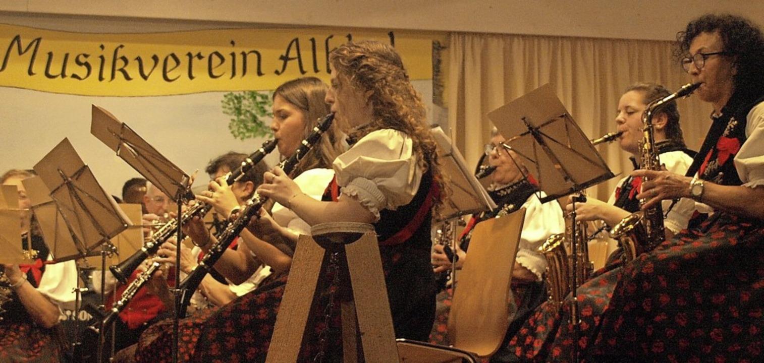 Die Besucher des Weihnachtskonzertes i...n, spielfreudigen Musikverein Albtal.   | Foto: Karin Stöckl-Steinebrunner