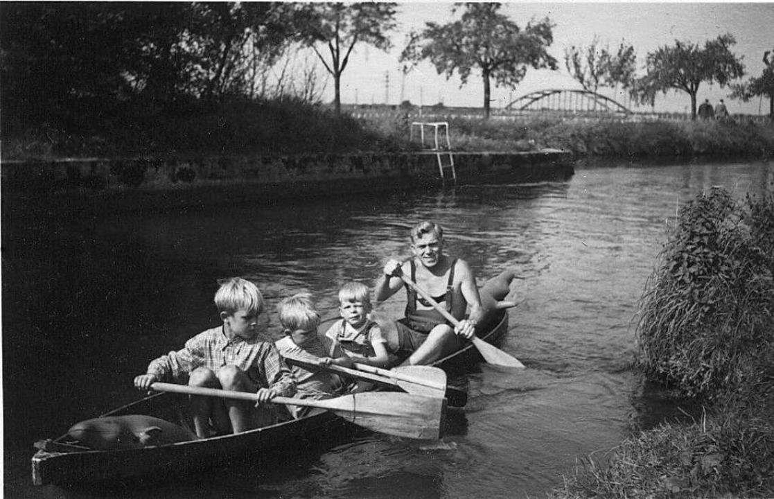 Historisches Foto mit dem Vater und Br... ist auch Teil des Konzepts der Stadt.  | Foto: privat