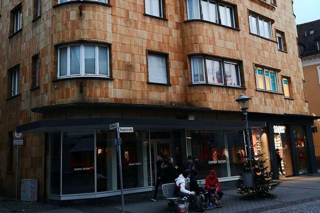 Da Hauseigentümer Markus Dreher Dreher...rt ins Erdgeschoss der Hauptstraße 33.  | Foto: Ralf Burgmaier