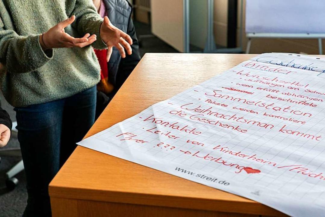 Wie soll sich Gundelfingen künftig ent...Walz und den anwesenden Gemeinderäten.  | Foto: Hubert Gemmert