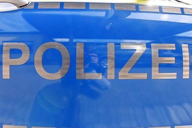 Lkw verliert Getränkekisten auf der A98 bei Rheinfelden