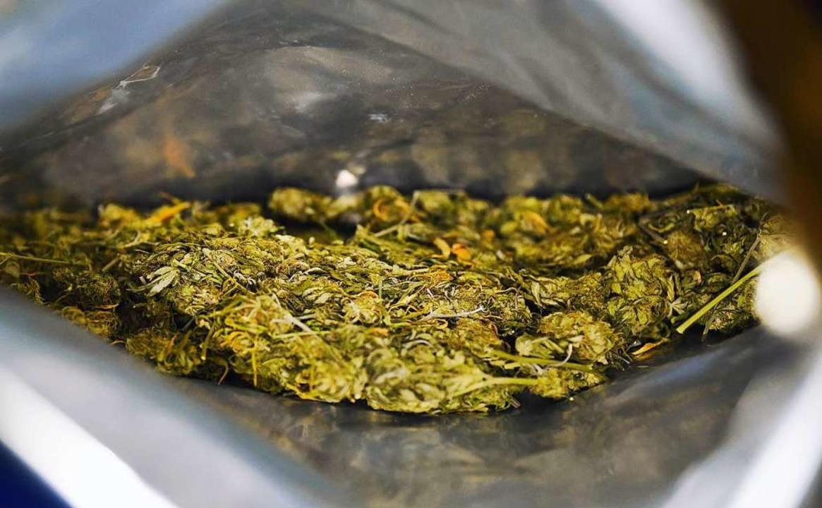 Die Polizei fand 60 Gramm Marihuana bei einer Kontrolle (Symbolfoto).    Foto: Nicolas Armer (dpa)