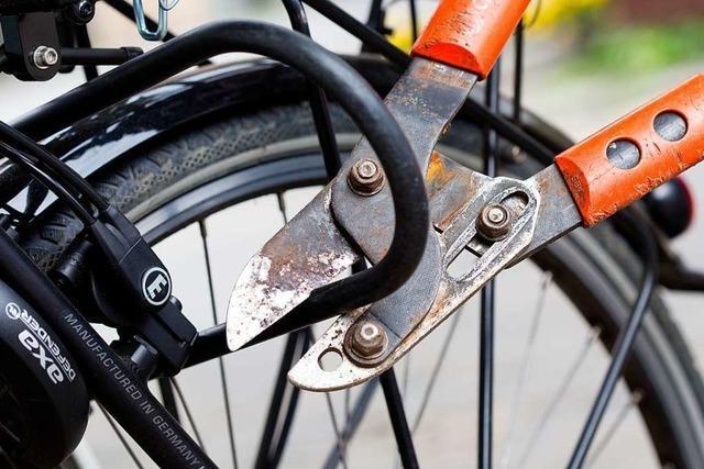 Mutmaßlicher Fahrraddieb gegenüber des Polizeireviers Freiburg-Nord ertappt