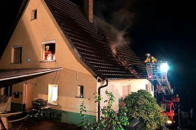 Drei Verletzte bei Brand eines Wohnhauses in Broggingen