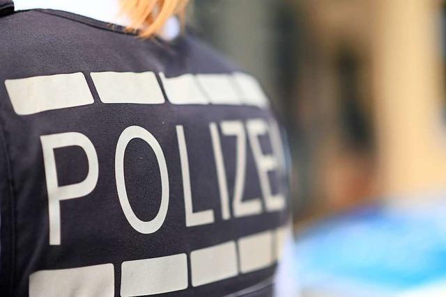 Radler stürzt im Kreisverkehr in Schopfheim