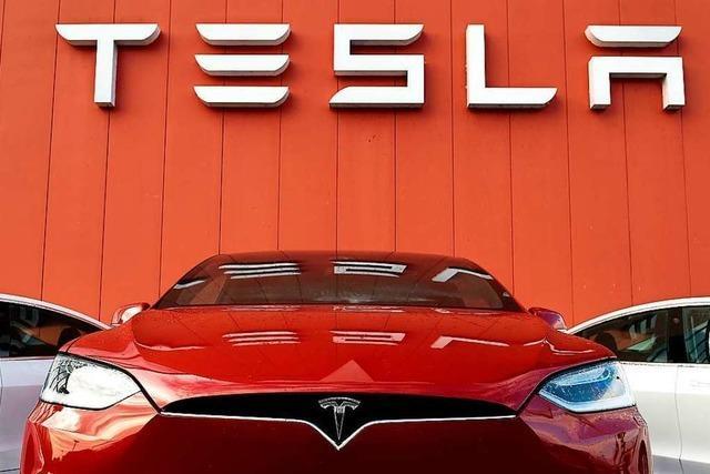 Am Bahnhof SBB in Basel kann man sich einen Tesla leihen
