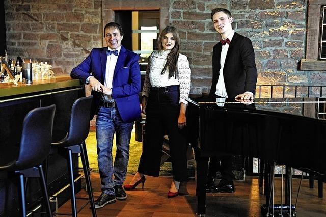 Claudio Versace, Melissa Zucano und Adrian Schaub geben ein Konzert in der Kirche St. Romanus