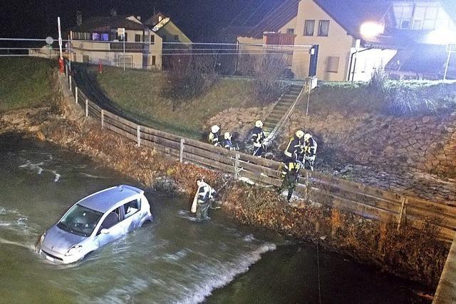 Autofahrt endet in Oberlauchringen in der Wutach