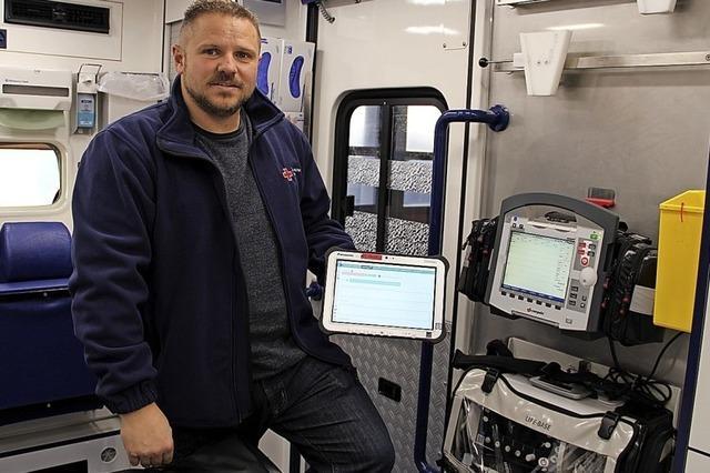 Technischer Helfer im Rettungswagen