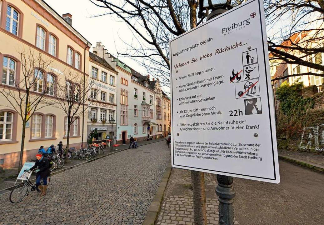 Schilder bitten neuerdings um Rücksich...äutern, was erlaubt ist und was nicht.  | Foto: Michael Bamberger