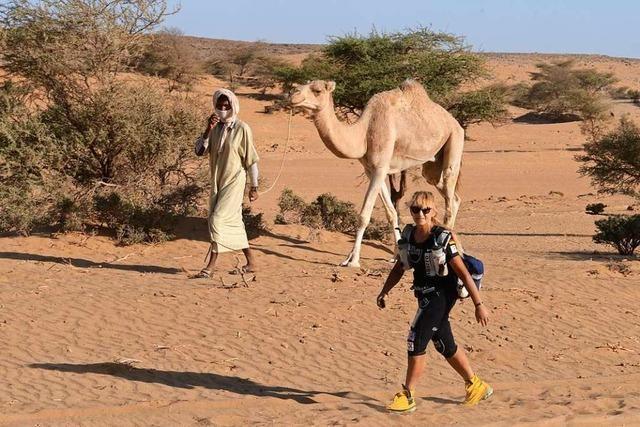 So weit die Füße tragen: Die Löffinger Extremläuferin Brigid Wefelnberg läuft 1000 Kilometer durch die Wüste