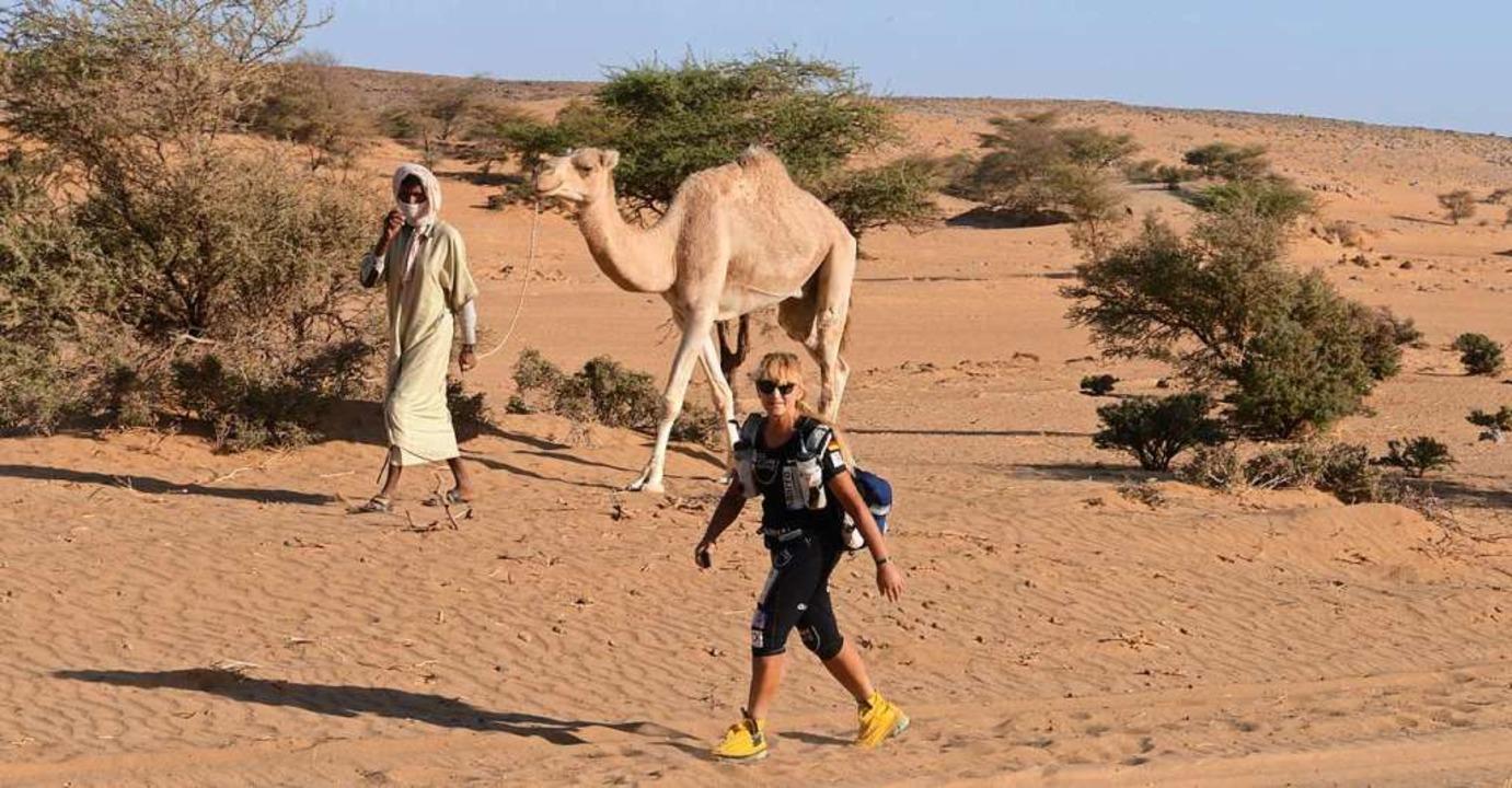Extremläuferin Brigid Wefelnberg in der  Wüste Mauretaniens     Foto: Veranstalter