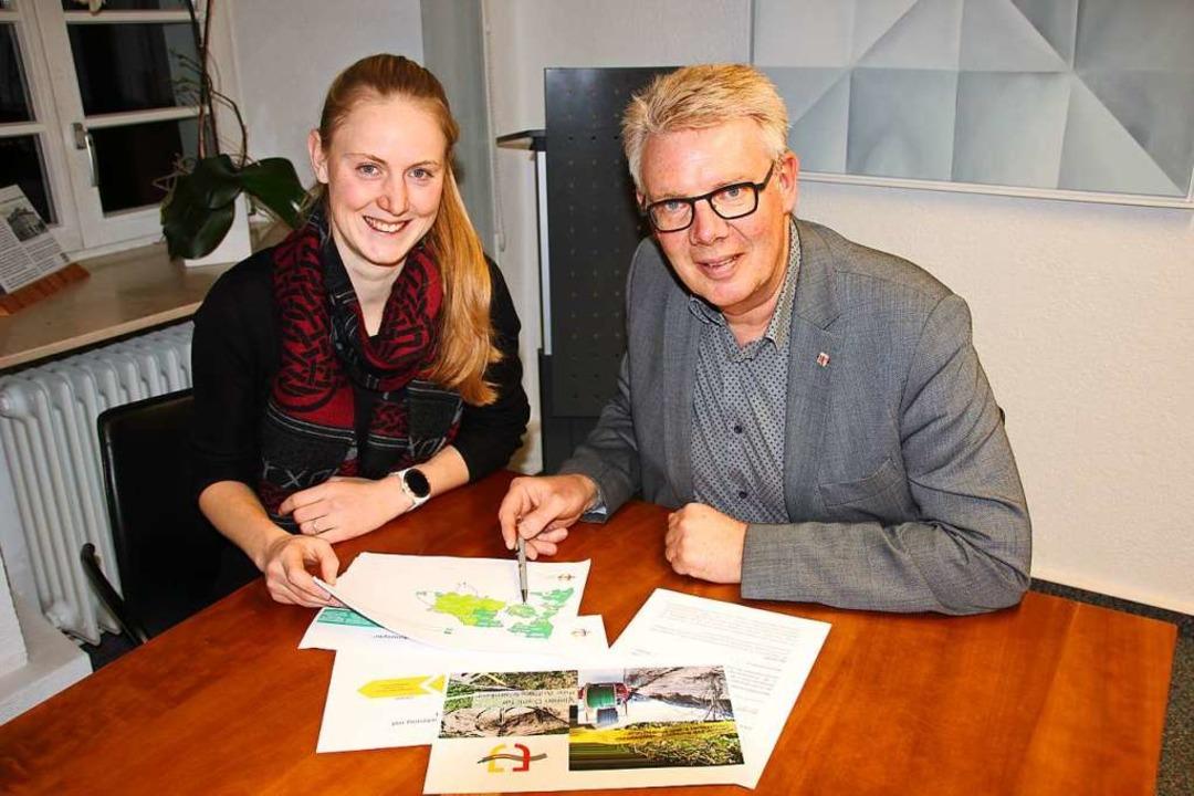 Vanessa Lees und Bürgermeister Christi...erten über die komplizierte Situation.  | Foto: Mario Schöneberg