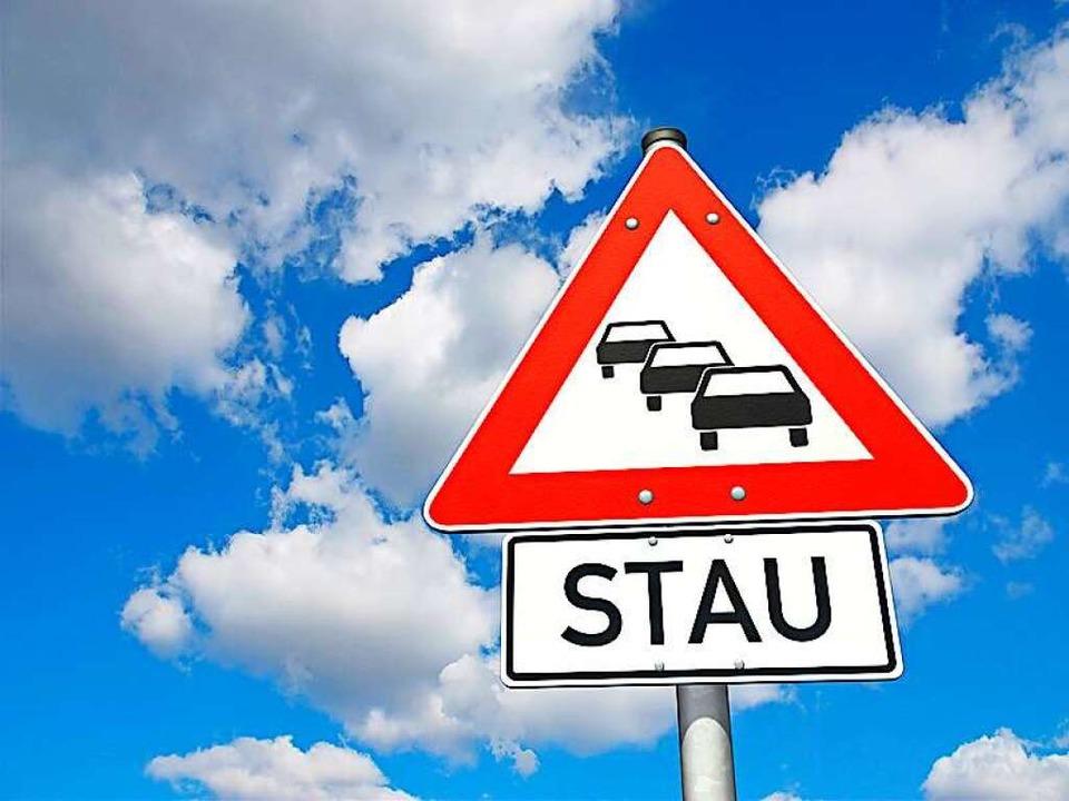 Auf der A5 gibt es nach einem Unfall bei Riegel massive Verkehrsprobleme.  | Foto: Oliver Boehmer - bluedesign / Fotolia.com