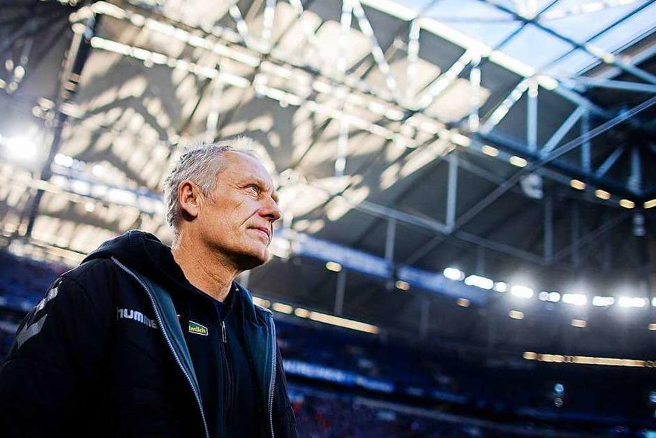 SC-Trainer Christian Streich vor dem Anpfiff. (Foto: Rolf Vennenbernd (dpa))