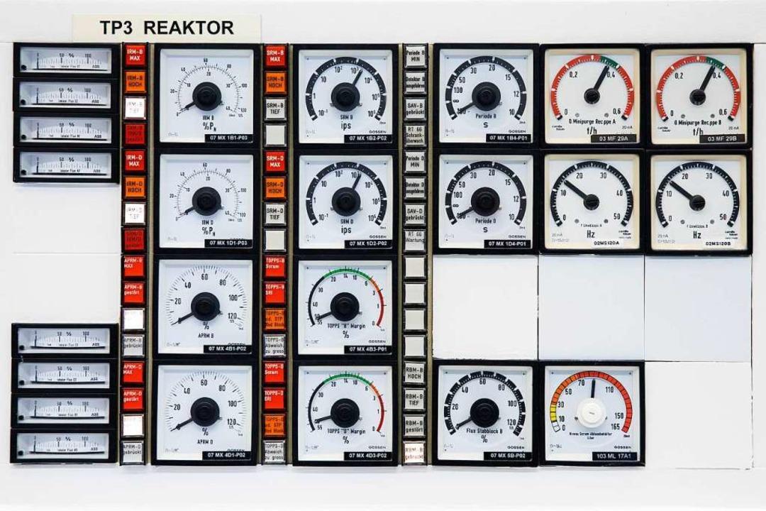 Instrumente im Kontrollraum des Atomraftwerks.  | Foto: Peter Klaunzer (dpa)