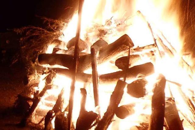 Eimeldingen feiert die Wintersonnwende mit Feuer und Grillwurst