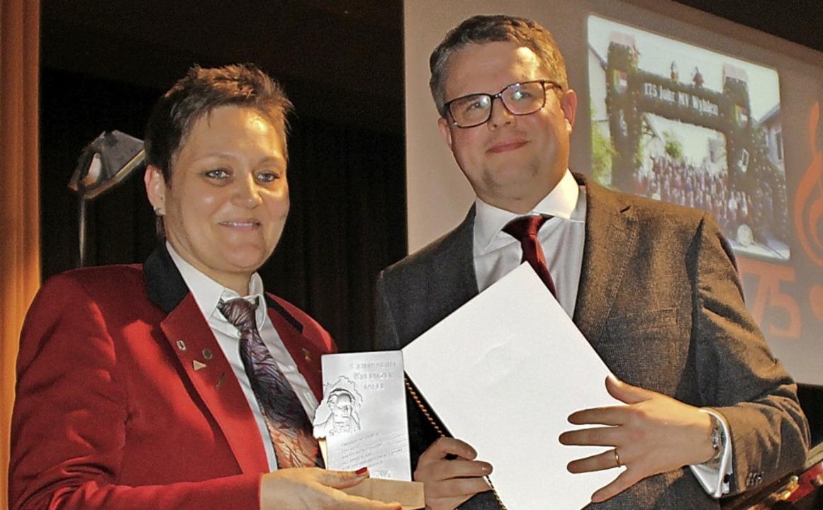 Als Festpräsident des Jubiläumsjahres ...nradin-Kreutzer-Preis an Sabine Gampp.  | Foto: Rolf Reißmann