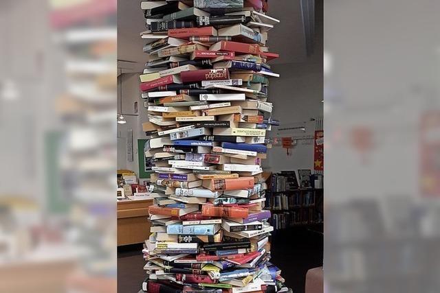 Ein Turm aus 778 Büchern