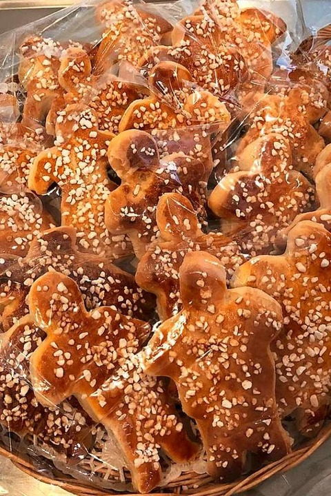 100 Grättimänner hat Christel Maier mit Helfern für die Feier gebacken.  | Foto: privat