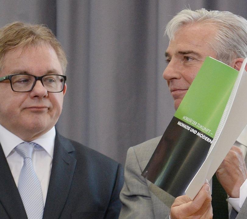 Grün oben, Schwarz unten – die C...nd Thomas Strobl, erträgt es  murrend.  | Foto: Bernd Weissbrod
