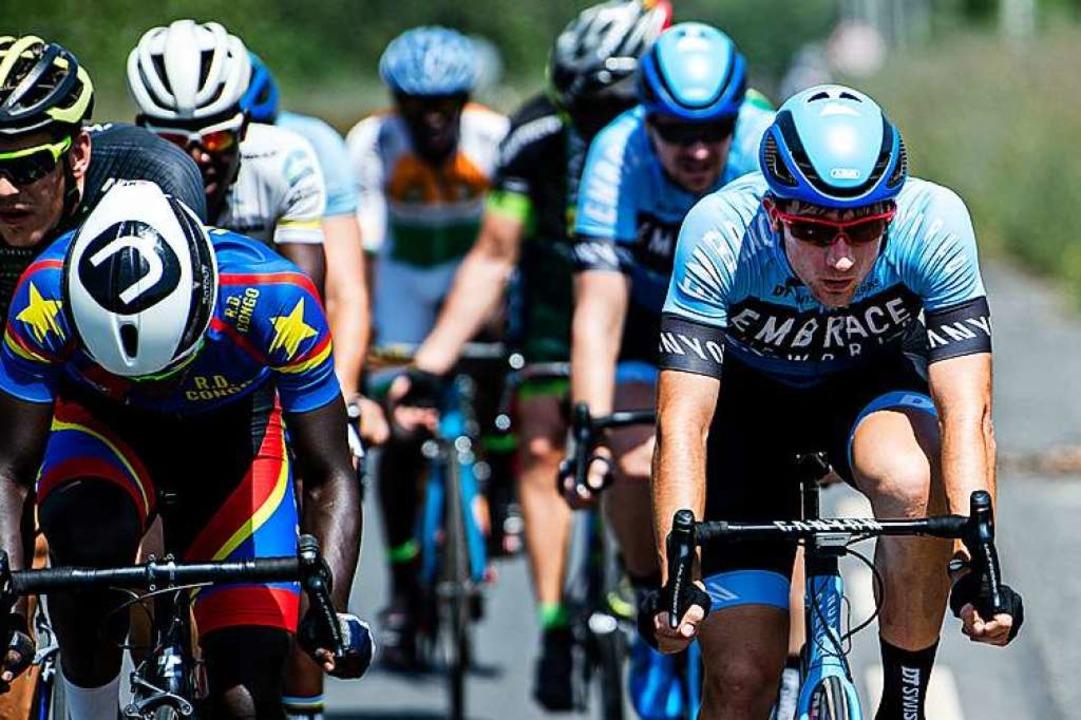 Anton Benedix aus Lörrach (rechts) bei...l, einem UCI-Rennen der Kategorie 2.2.  | Foto: Nils Laengner