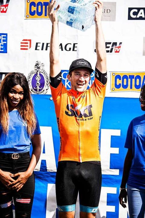Hoch die Hände: Anton Benedix gewann i...Etappe und gewann interessante Preise.  | Foto: Nils Langner