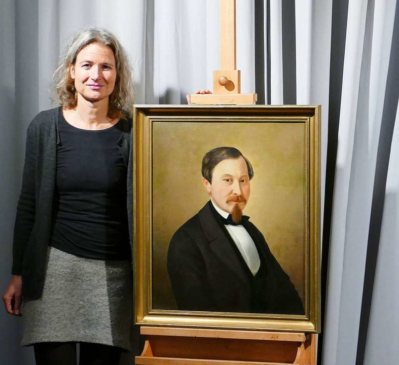 Die Autorin mit dem Helden: Carola Hoé...or dem Bild Marcus Pflügers im Museum.  | Foto: Martina David-Wenk