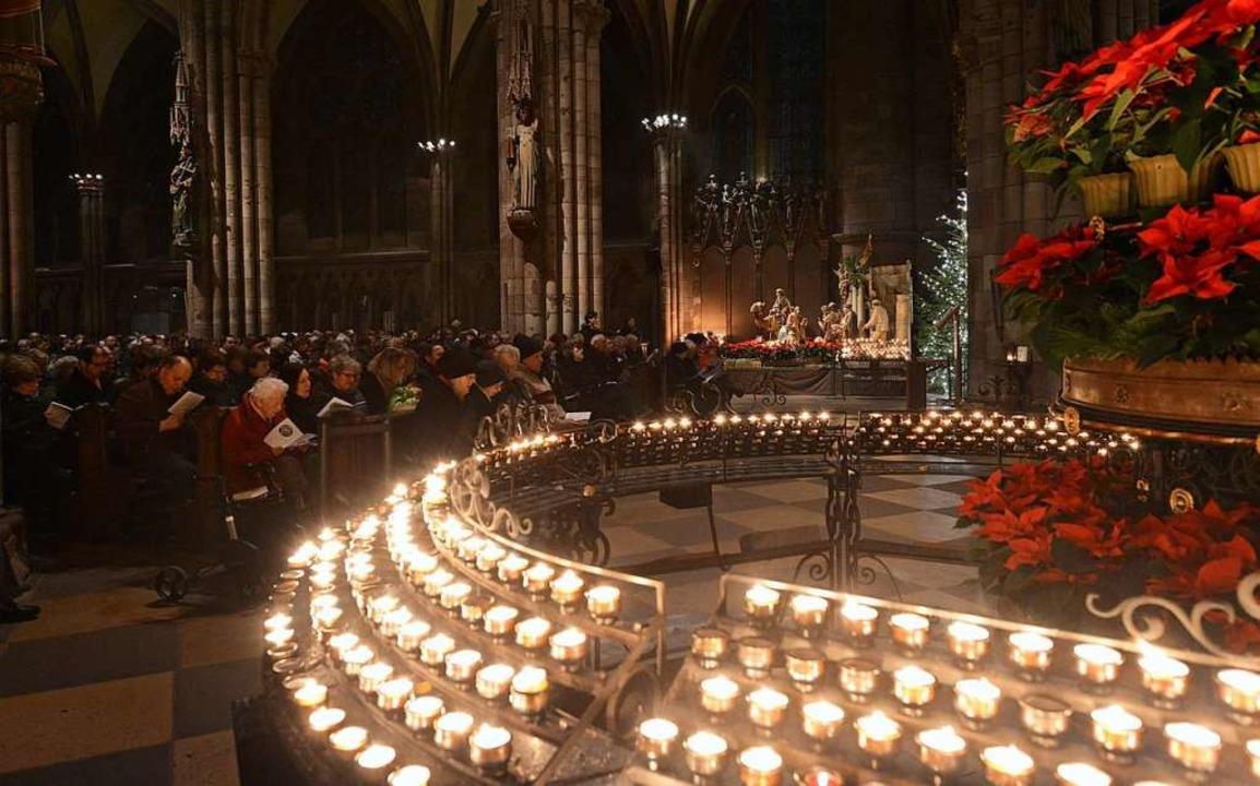 Weihnachten ist das Fest der Liebe &#8...m weihnachtlichen Freiburger Münster.   | Foto: Rita Eggstein