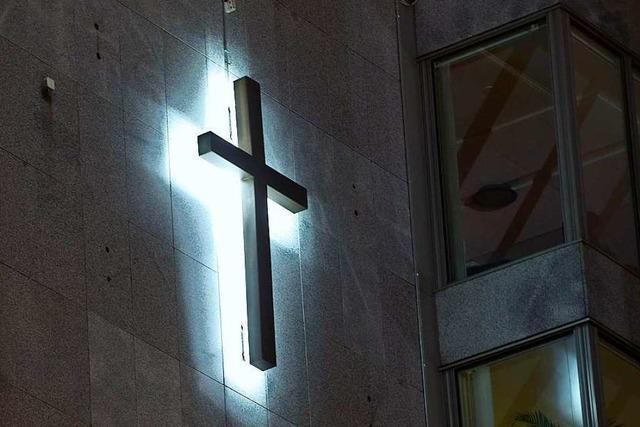 Vermummte stören Gottesdienst in Basel, weil Pfarrerin für umstrittenen Blog tätig war