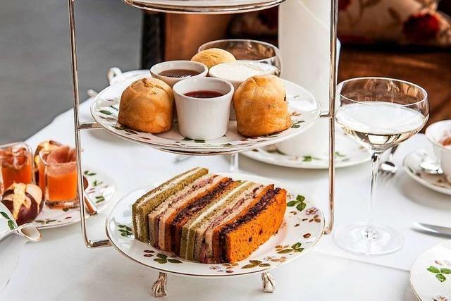 Im Les Trois Rois wird Afternoon Tea nach allen Regeln der Kunst serviert