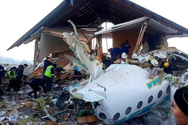 Mindestens 15 Menschen sterben bei Absturz von Passagierjet in Kasachstan